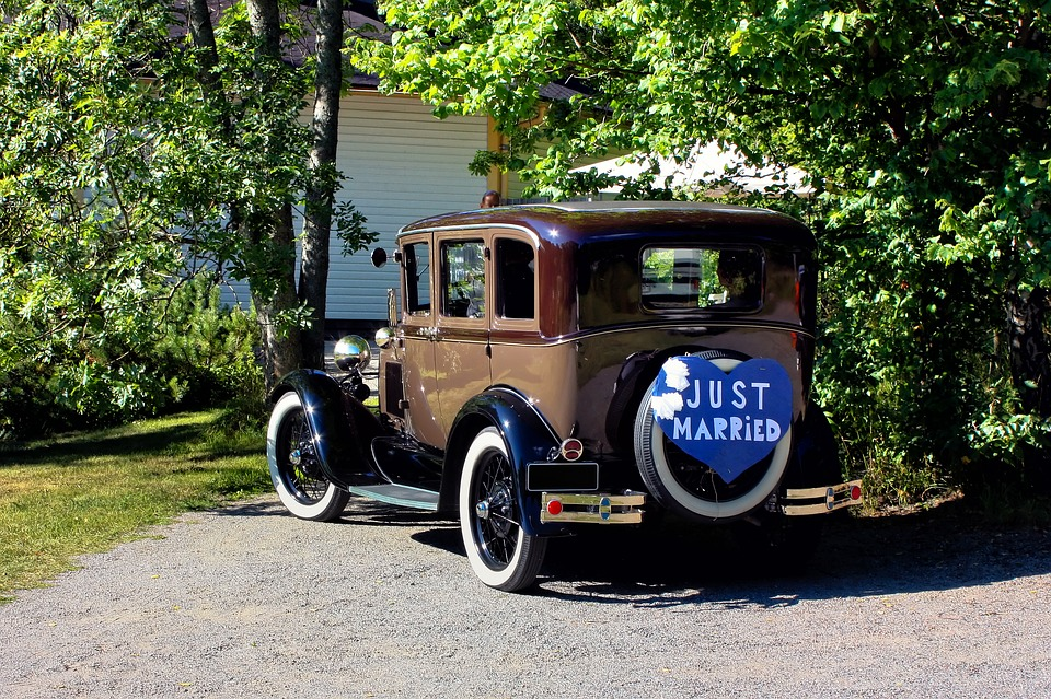 """Car with a """"Just Married"""" sign"""